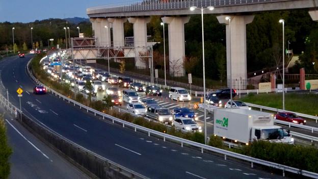 写真: オープン1ヶ月後でも大勢の人で賑わう「IKEA長久手」 - 85:渋滞していた店舗前の名古屋方面の道路