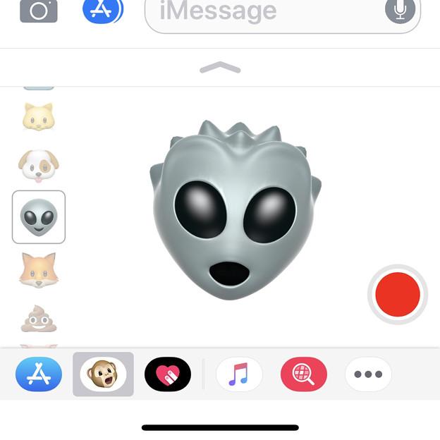 iPhone X メッセージアプリの「Animoji」 - 5:宇宙人(リトルグレイ)