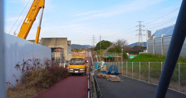 桃花台線の歩道上高架撤去工事(2017年11月17日):歩道上の高架の撤去が完了 - 5
