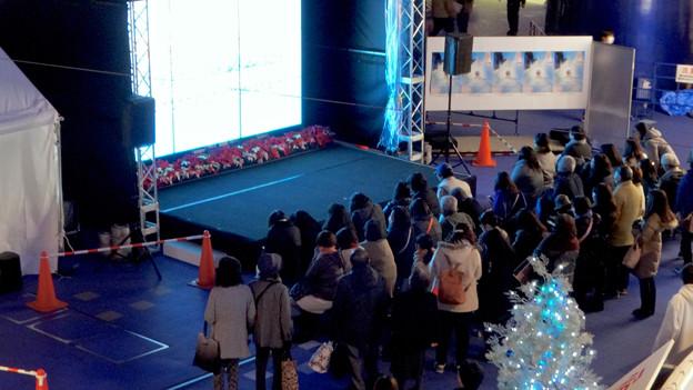 Photos: 豊田合成リンク横でフィギュアスケート「GPファイナル」のパブリックビューイング! - 8