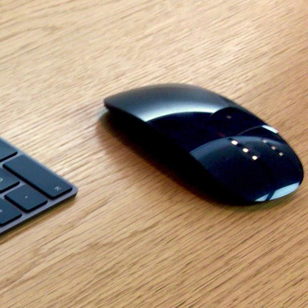Appleストア名古屋栄に展示されてた「iMac Pro」 - 7:黒いMagic Mouse