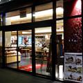 写真: 建物が完成した4月再開場予定の御園座 - 5:1階部分に先行オープンした土産屋兼飲食店「御園小町」