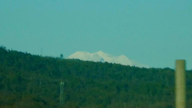 名鉄小牧線の車内から見えた、たぶん御嶽山 - 2