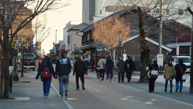 大勢の人で賑わってた、1月の週末の犬山城下町 - 13
