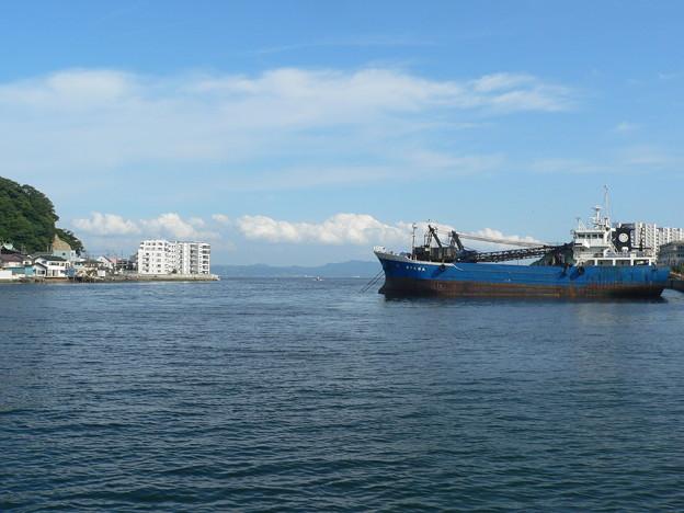 入江の錆びた船