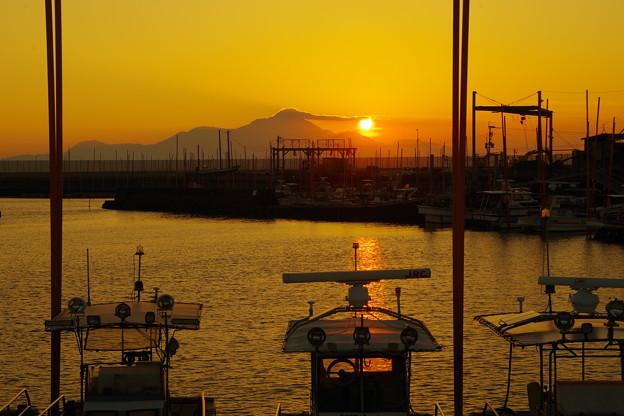 写真: 初秋の夕日