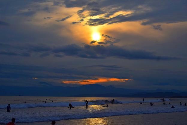 雲中の夕日@湘南・鵠沼海岸 #湘南 #藤沢 #海 #波 #wave #surfing #mysky