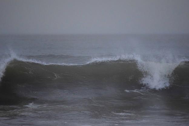 夕方の湘南・鵠沼海岸の波は肩からオーバーヘッド #湘南 #藤沢 #海 #波 #wave #surfing #台風 #hurricane