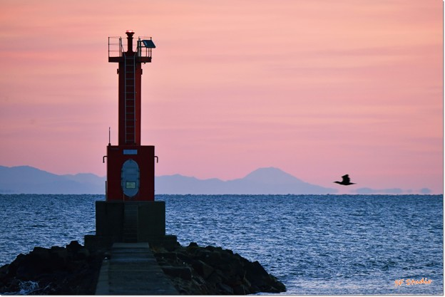 写真: 一富士二鴎三灯台