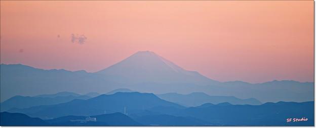 """写真: 遠望 """"富士山の雪化粧"""""""