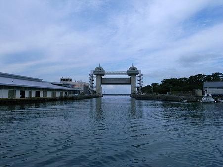 沼津漁港の大型展望水門「びゅうお」