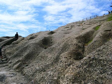 堂ヶ島天窓洞公園の海岸線の道
