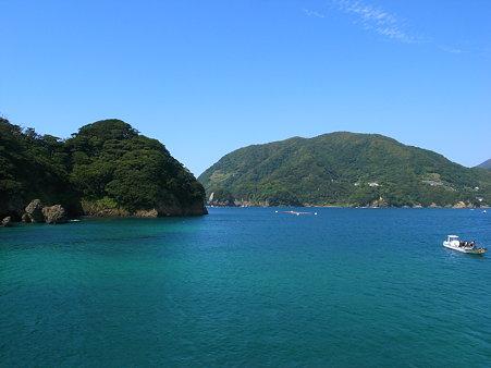 田子・瀬浜海岸の景色。目の前の島は尊之山