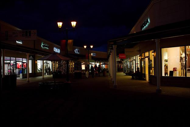 夜のシヨッピングモール