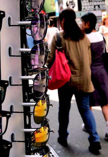 写真: 色眼鏡で観る世界