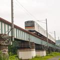 写真: 小宮-拝島間の多摩川鉄橋を渡る八高線