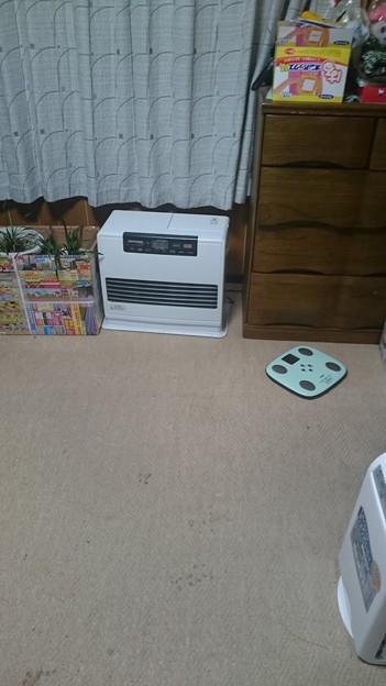 写真: 暖かいストーブいらない