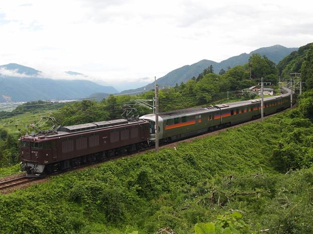 写真: EF64寝台特急カシオペア 篠ノ井線姨捨~稲荷山01