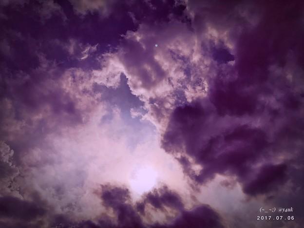 蒸し暑い空、このあと突然雨 ~すぐ止んで再び蒸す夜その日々