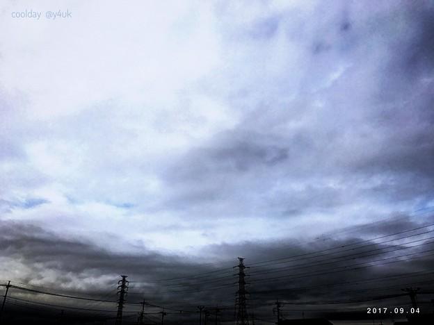 写真: 20℃急に寒い空の下をゆく~すると寒けと熱が~旅は続く