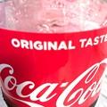 写真: 残ったコーラも暑いぜ!まいう~ORIGINAL TASTE Coca-Cola