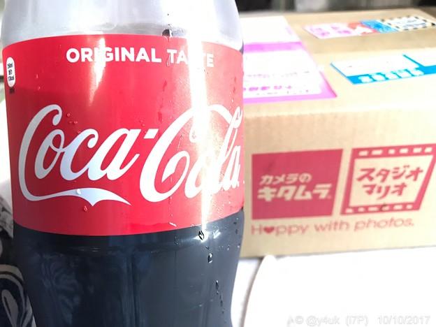 10.10コーラが美味しい暑い日クロネコさん咥えて、キタムラ到着!~Happy with photos~Coca-Cola Camera(CCC)