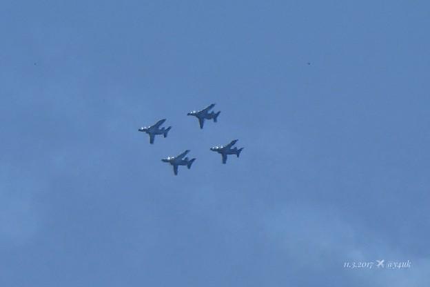 Photos: 13:43ブルーインパルス編隊飛行~鳥付き初回限定盤~かなりズーム(iA60倍)