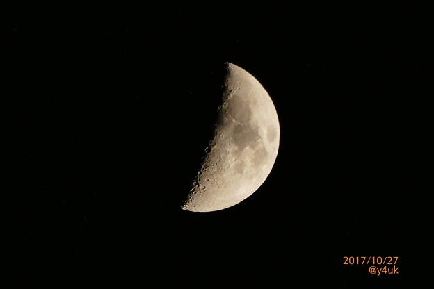 紅葉の向こう、上弦の月~周りに星たち~autumn in moon zoom 1500mm ver.
