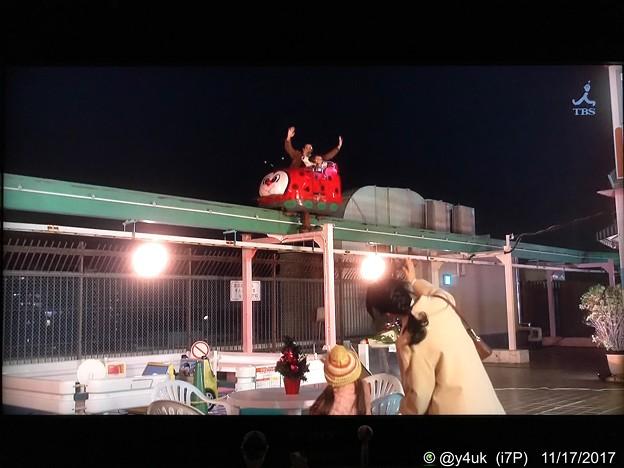 Photos: 夜空を飛ぶテントウムシ~Xmasの屋上[監獄のお姫さま]感動(川越まるひろ百貨店屋上遊園地)夜間閉店後のロケ