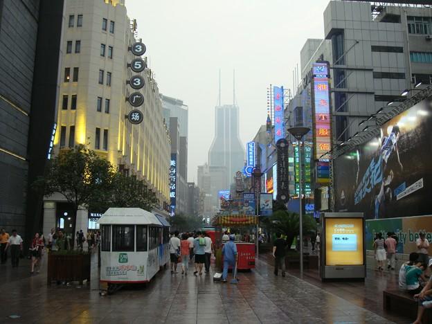 夕立の後の南京東路
