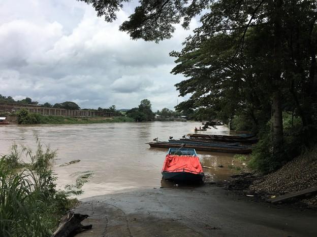 大増水の国境の川 (7)