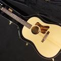 写真: 点検調整中の愛用のギター(Gibson  J-35 AN)