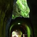 写真: 素掘りトンネル