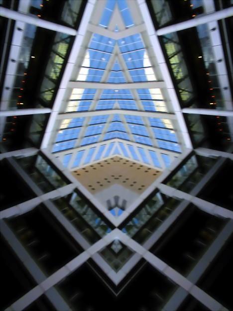 Metropolis_品川駅港南口界隈-09b(回廊)