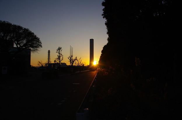 東京電力ヒュエル&パワー横浜火力発電所の夕日