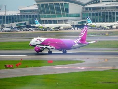 福岡空港 PEACH着陸