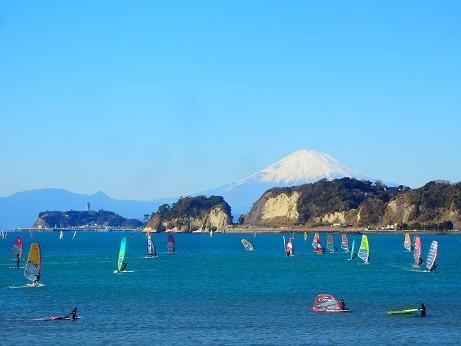 写真: 稲村ケ崎、富士山、江ノ島