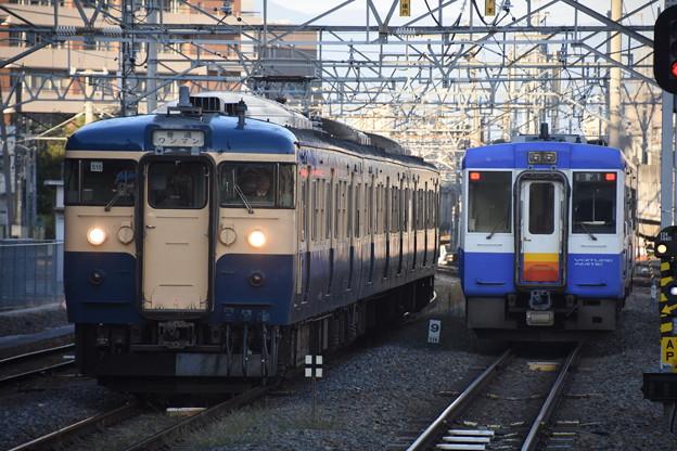 115系横須賀色とキハ110飯山色並び