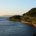 写真: 夕日さす入り江