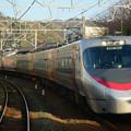 写真: 菊間駅を通過する8000系