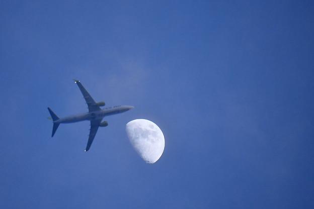 月&飛行機