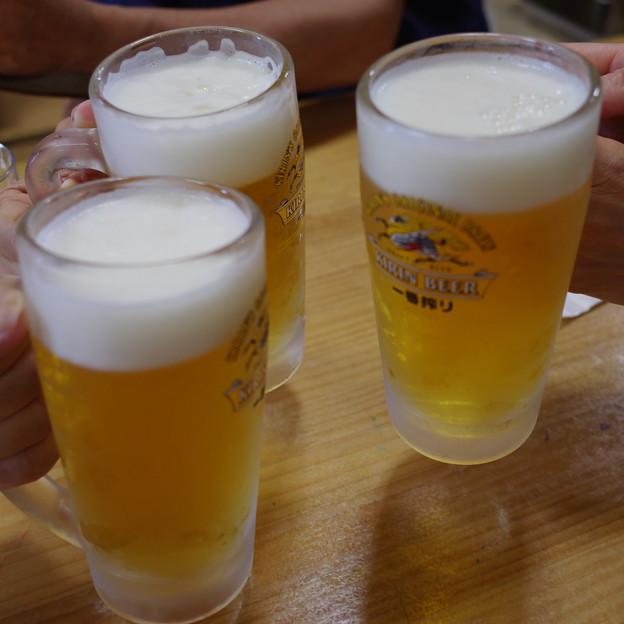 写真: 一番で乾杯