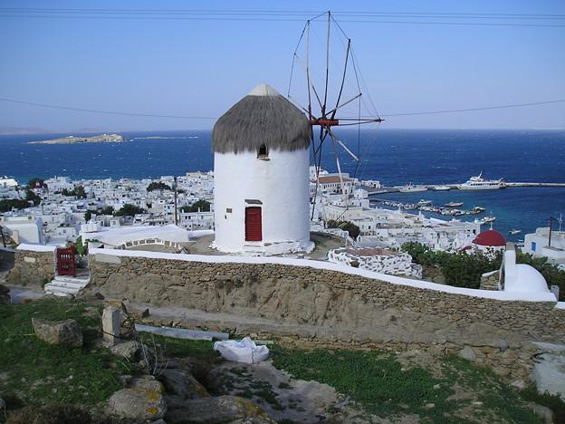写真: ミコノス島の風車