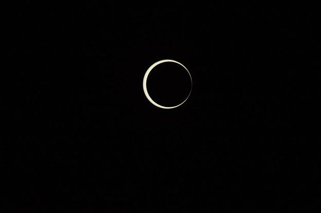 金環日食開始時のベイリービーズ 2