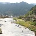 写真: 清流の釣り人