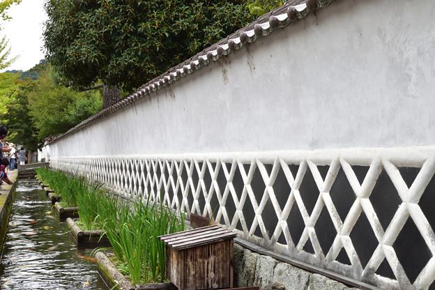 殿町通りの白壁