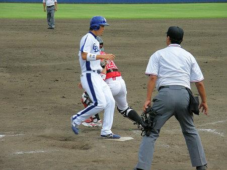101 井藤がホームインして、同点!