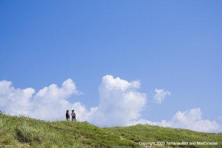 丘の上の2人