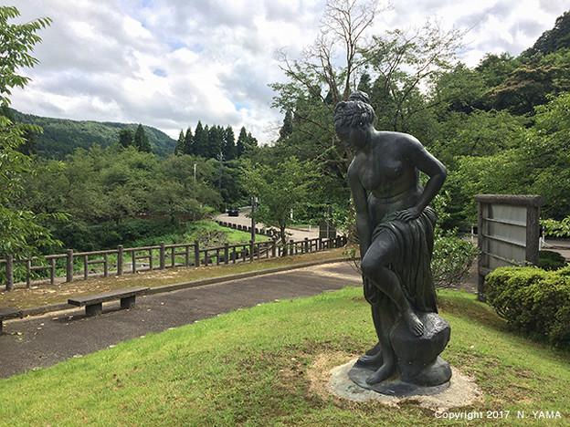 宮島峡ヴィーナス像巡り5 湖畔の像