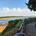 写真: 1.灯台下のから君ヶ浜海岸方面
